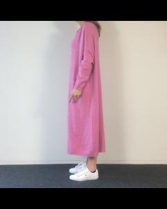 Donkerroze kleed