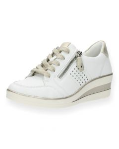 Witte sneakers sleehak