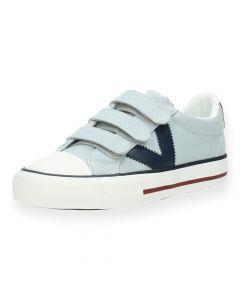 Lichtblauwe sneakers