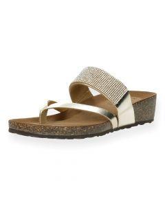 Gouden slippers met sleehak