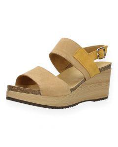 Beige sandalen met sleehak