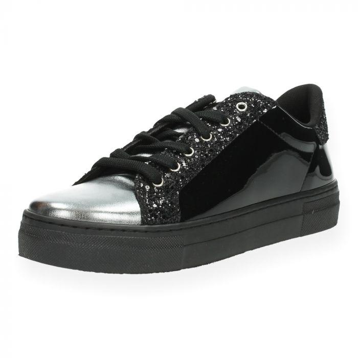 28891ebabce Zwarte sneakers Guess   BENT.BE   Gratis levering en retour vanaf €35