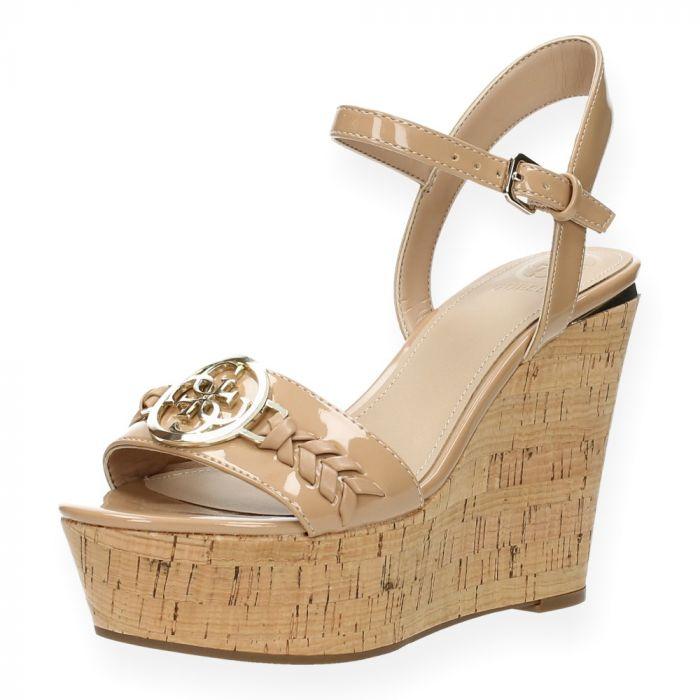 bb1910cb041 Beige sandalen met sleehak van Guess | BENT.be
